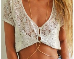Body chain promete mais charme ao look de verão