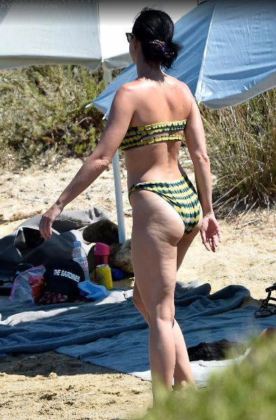 Katy Perry na praia com Orlando Bloom (Foto: New York Daily News)